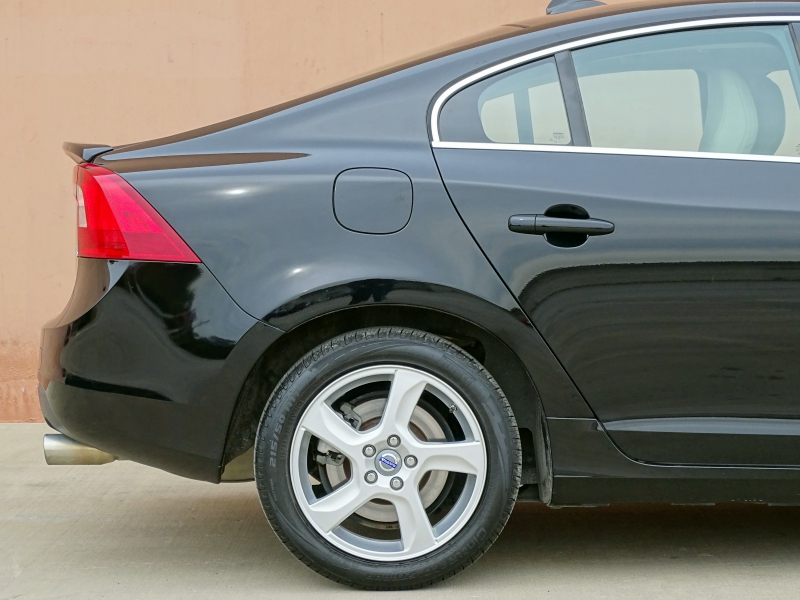2012 Volvo S60 T5 Sedan 4-Door: 2012 VOLVO S60 T5 TURBO! 1 OWNER! ACCIDENT FREE! CARFAX CERTIFIED! EXTRA CLEAN!
